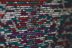 Christoph Vogt Finanzberatung schreibt mit einer Datenansicht eines Programmierers über die Macht der Internetunternehmen und die hohen Gewinne dieser Unternehmen