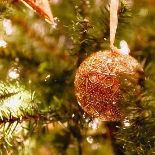 Kugel am Weihnachtsbaum von Christoph Vogt Finanzberatung in Buxtehude Geldanlage Vermögensverwaltung Rendite Sicherheit und finanzielle Unabhängigkeit im Alten Land in Niedersachsen und Norddeutschland